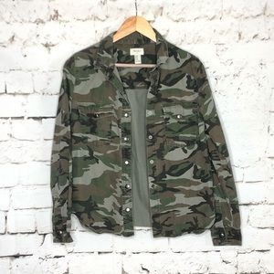 Forever 21 green camo button down top / jacket